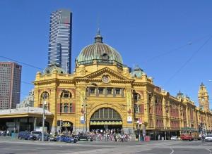Melbourne Flinders St  Station 300x219 Du học Úc: Melbourne   Trải nghiệm thành phố đáng sống nhất thế giới