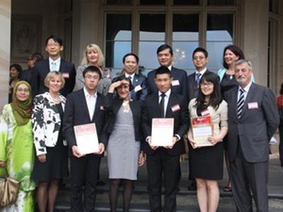 Điểm mặt 2 bạn du học sinh Việt tại Úc vinh dự nhận bằng khen