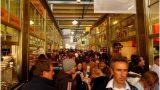 Trong khu chợ Queen Victoria
