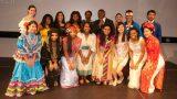 Các bạn sinh viên đang học tập tại đại học Cincinnati  trong trang phục truyền thống của quốc gia mình