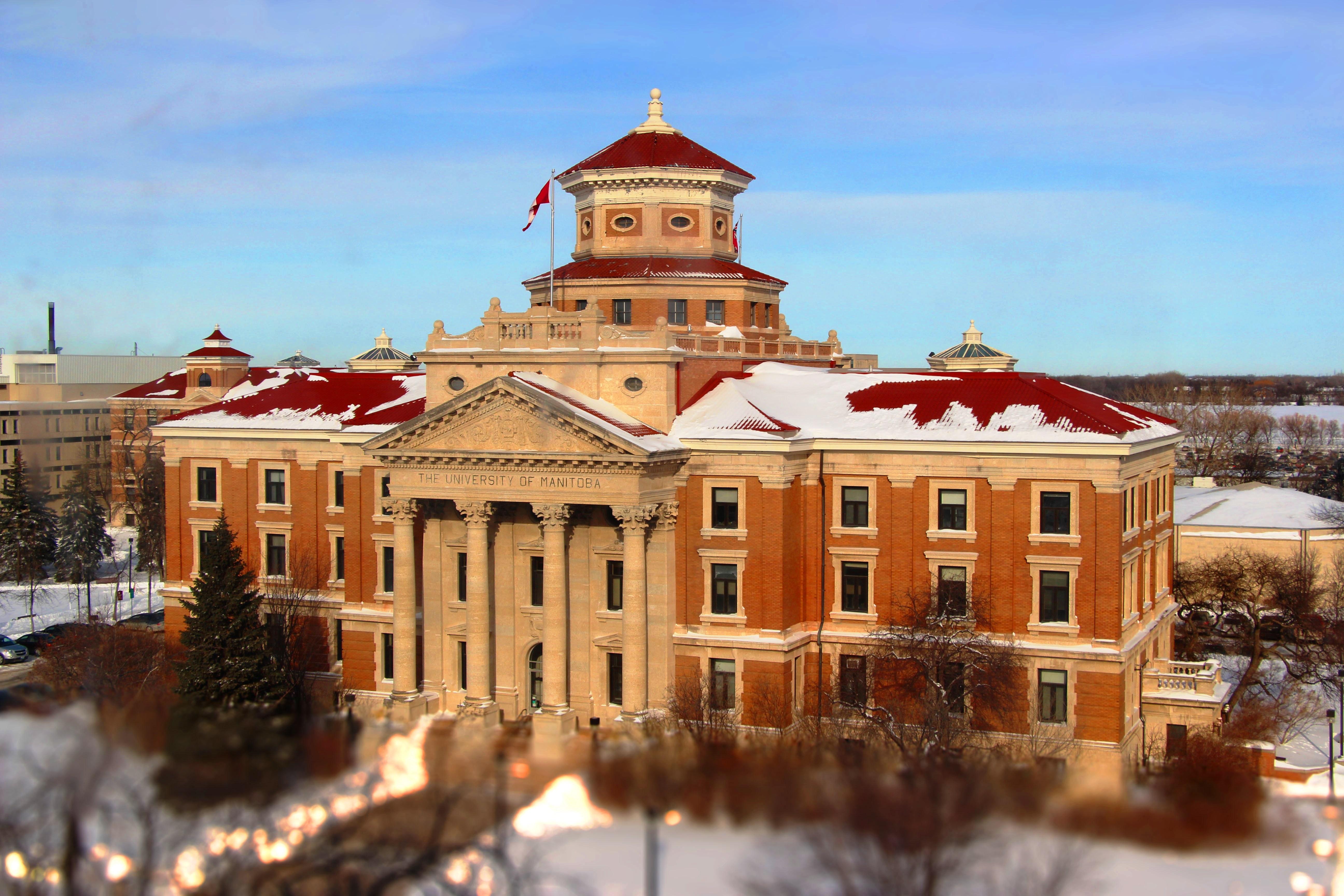 University of Manitoba Administration Building Hội thảo Canada: Học bổng thực tập hưởng lương định cư