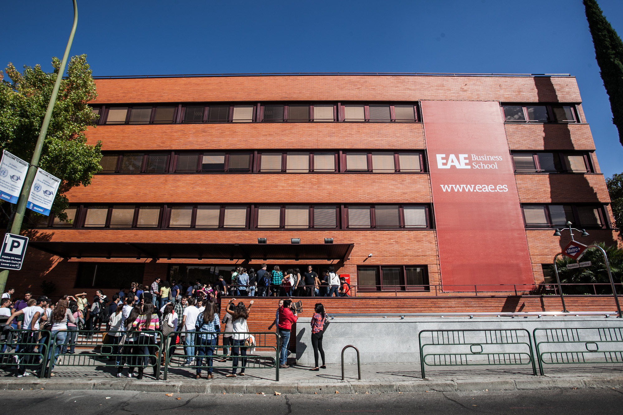"""HỌC BỔNG """"Khủng"""" của các trường Đại học Top Rankings tại Tây Ban Nha"""
