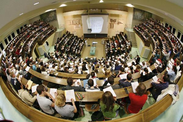 Du học thạc sỹ Đức, nên học bằng tiếng Đức hay tiếng Anh?