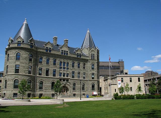 Chi phí du học Canada tại đại học Winnipeg