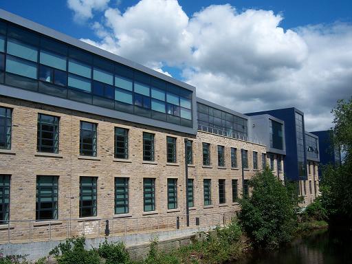 Du học Anh với những học bổng hấp dẫn của trường đại học Huddersfield