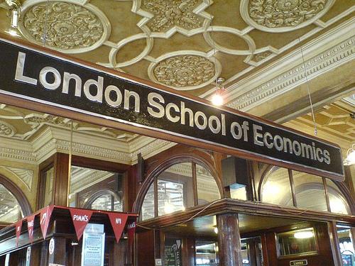 Sinh viên tại 10 trường đại học Anh Quốc có mức lương lý tưởng