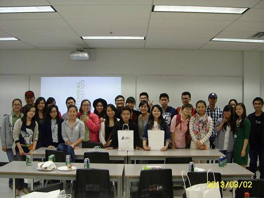 Các bạn sinh viên Việt Nam đang theo học tại trường cao đẳng Centennial