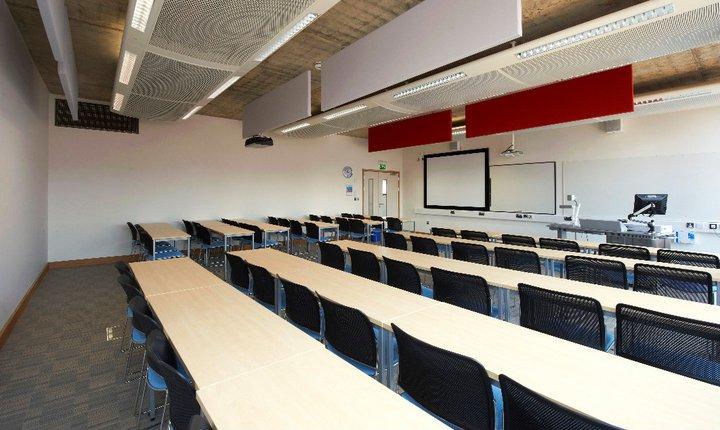 Trường được biết đến với cơ sở vật chất hiện đại tạo điều kiện cho các sinh viên học tập tốt