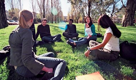 Kinh nghiệm giúp bạn tự tin giao tiếp khi du học Úc