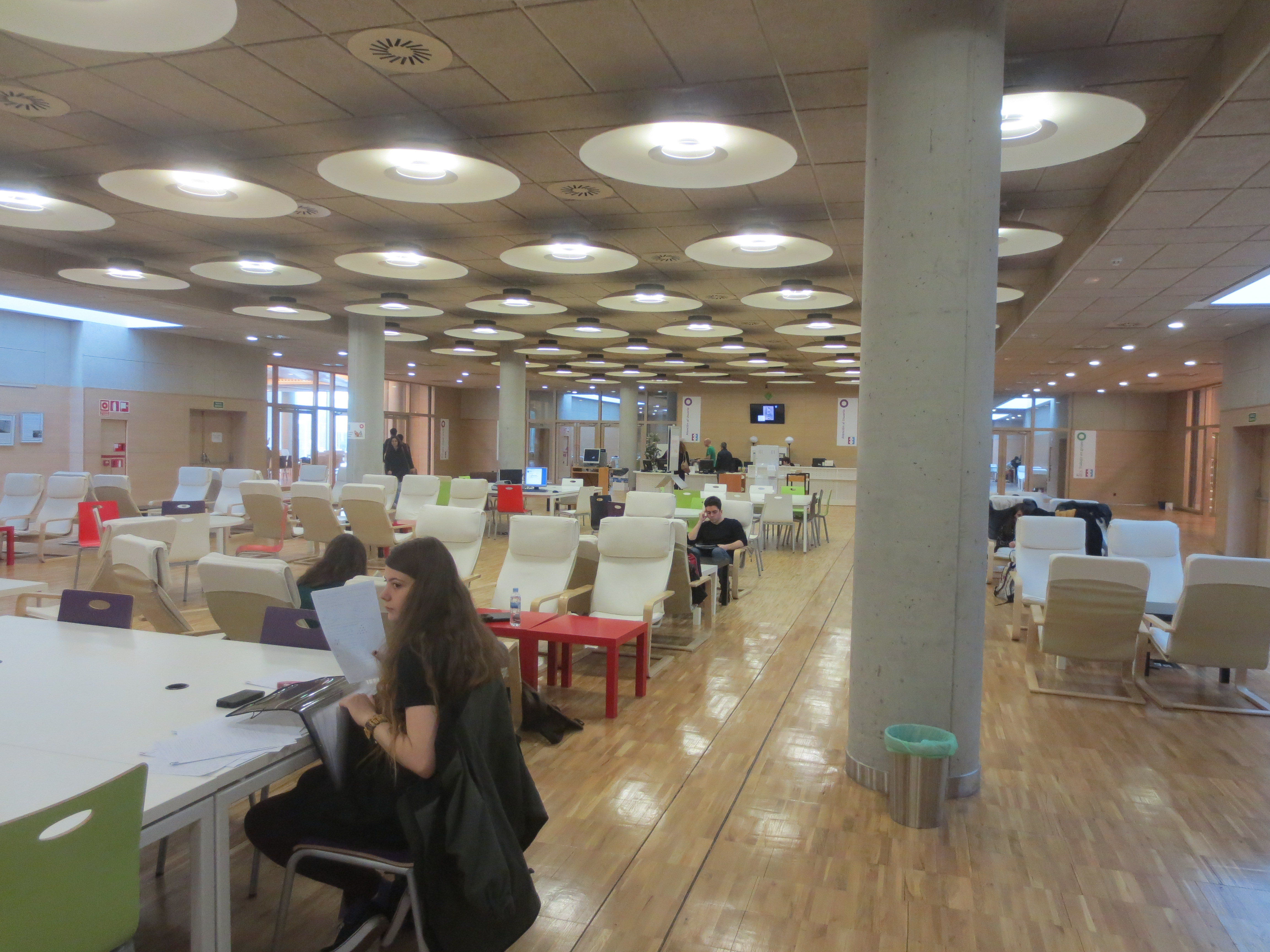 Thu viện tại trường đại học Malaga
