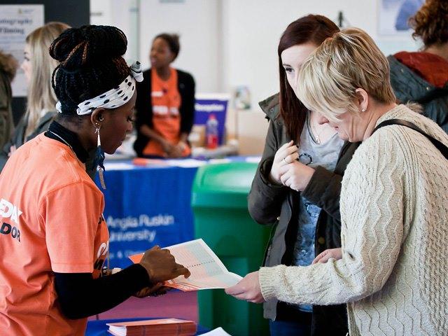 Bộ phận hỗ trợ việc làm cho sinh viên tại trường.