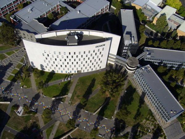 Toàn cảnh ngôi trường Deakin nhìn từ trên cao cơ sở tại Burwood
