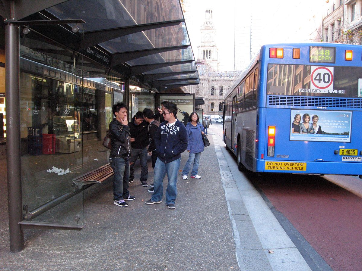 di_20090702-183946-townhall-bus-stop