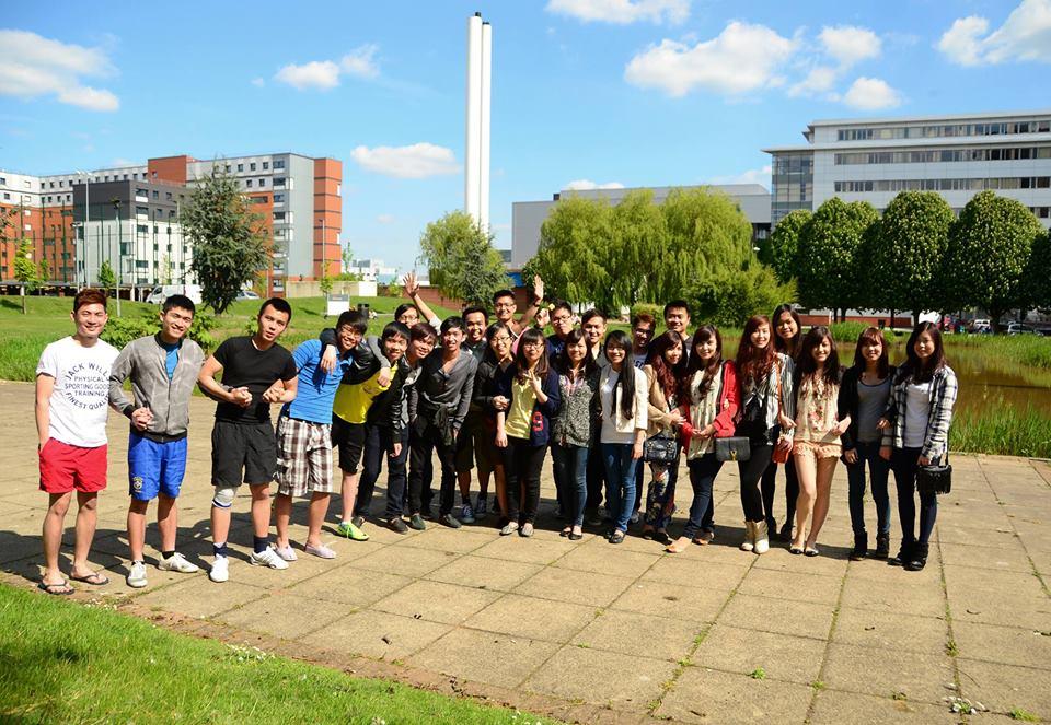 Các bạn du học sinh Việt Nam đang học tập tại Aston