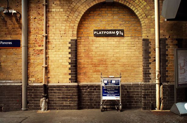 4.harry_potter_kings_cross_platform