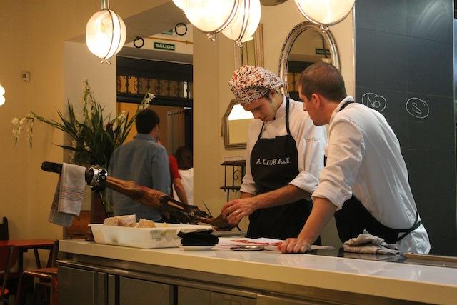Kỹ năng nấu nướng pha chế là yếu tố tuyệt vời để dễ dàng tìm kiếm việc làm thêm