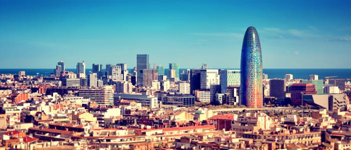 Thành phố Barcelona hiện đại đầy màu sắc