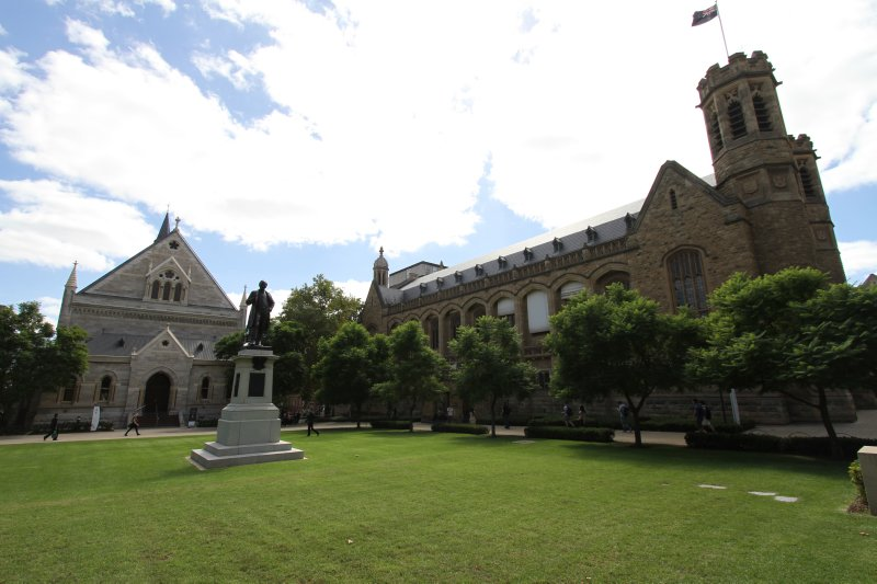 large_University..aide_campus