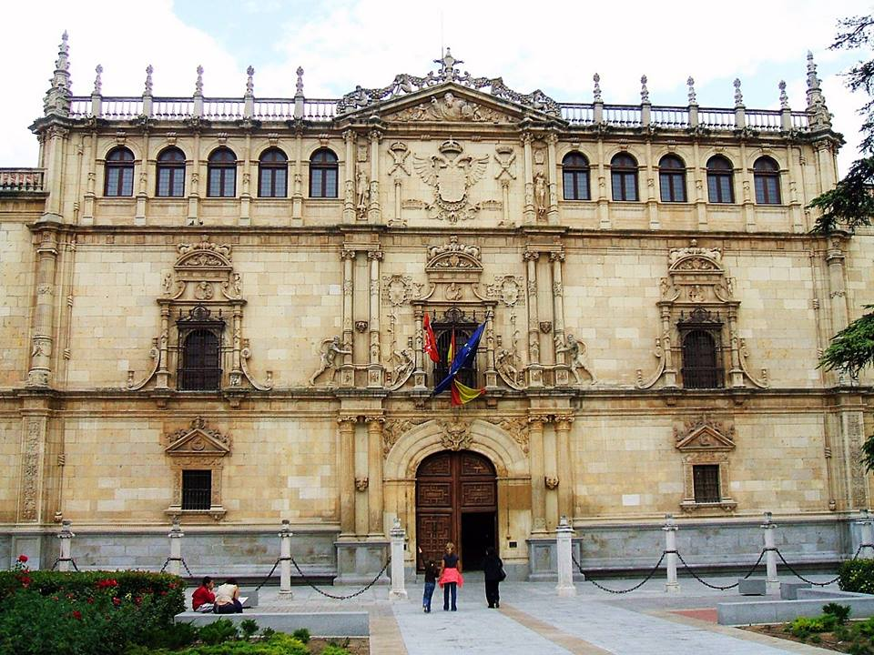 Trường công lập, tư thục Tây Ban Nha giống và khác nhau?