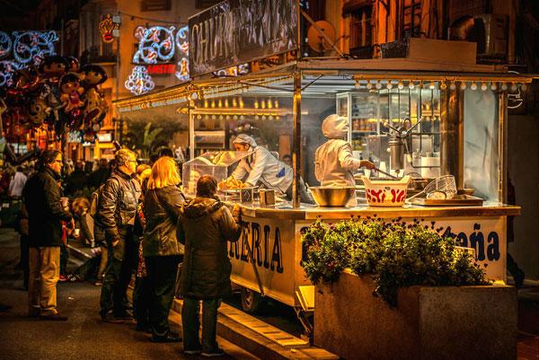23h mới là giờ người dân và khách du lịch ở Valencia, Tây Ban Nha đi ăn tối.