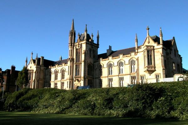 Đại học Ulster.