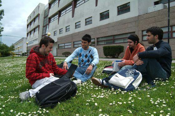 Không cần thi đại học với đại học Coruna Tây Ban Nha