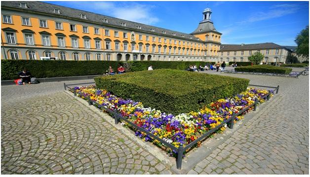 Một vòng quanh trường đại học kinh tế hàng đầu Đức