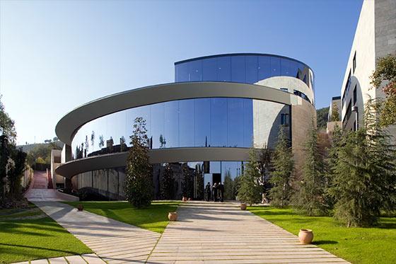 Nhận bằng kép chỉ với 16 tháng học tại BEBS, Tây Ban Nha