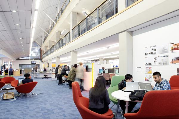 Khung cảnh bên trong trường đại học Sheffield Hallam