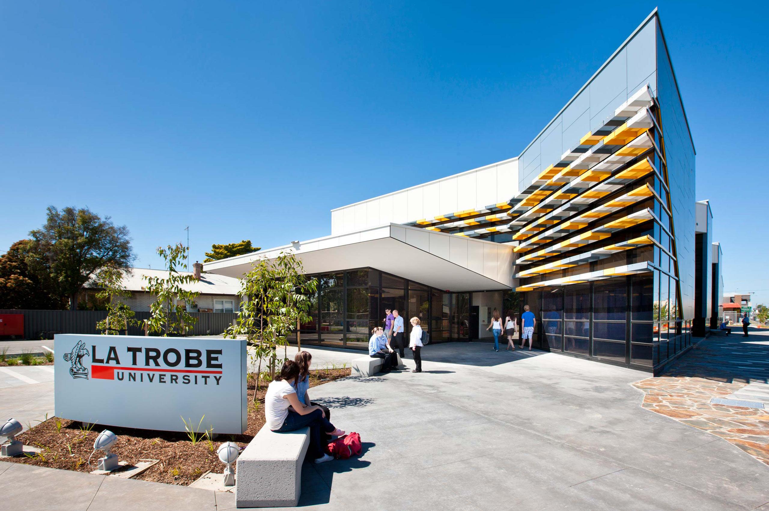 Học bổng đại học LaTrobe Úc năm 2018