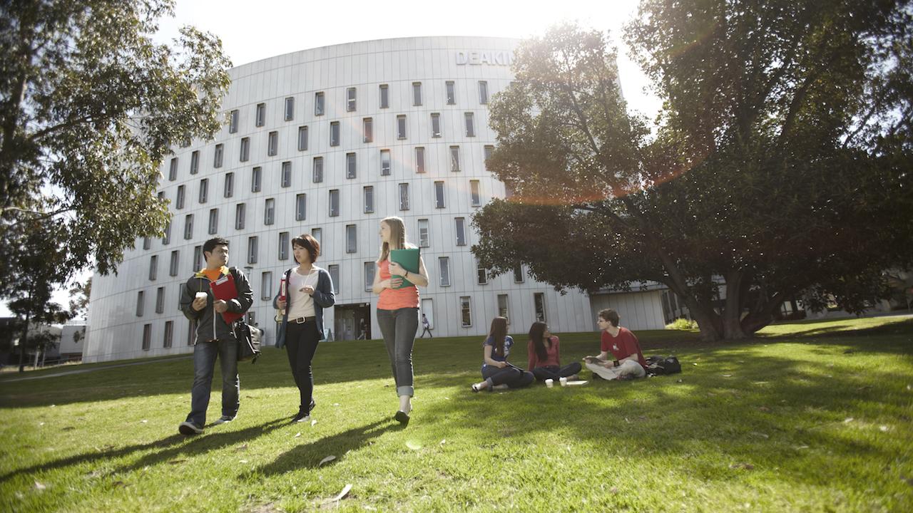 Đại học Deakin và học bổng lên đến AU$10,000