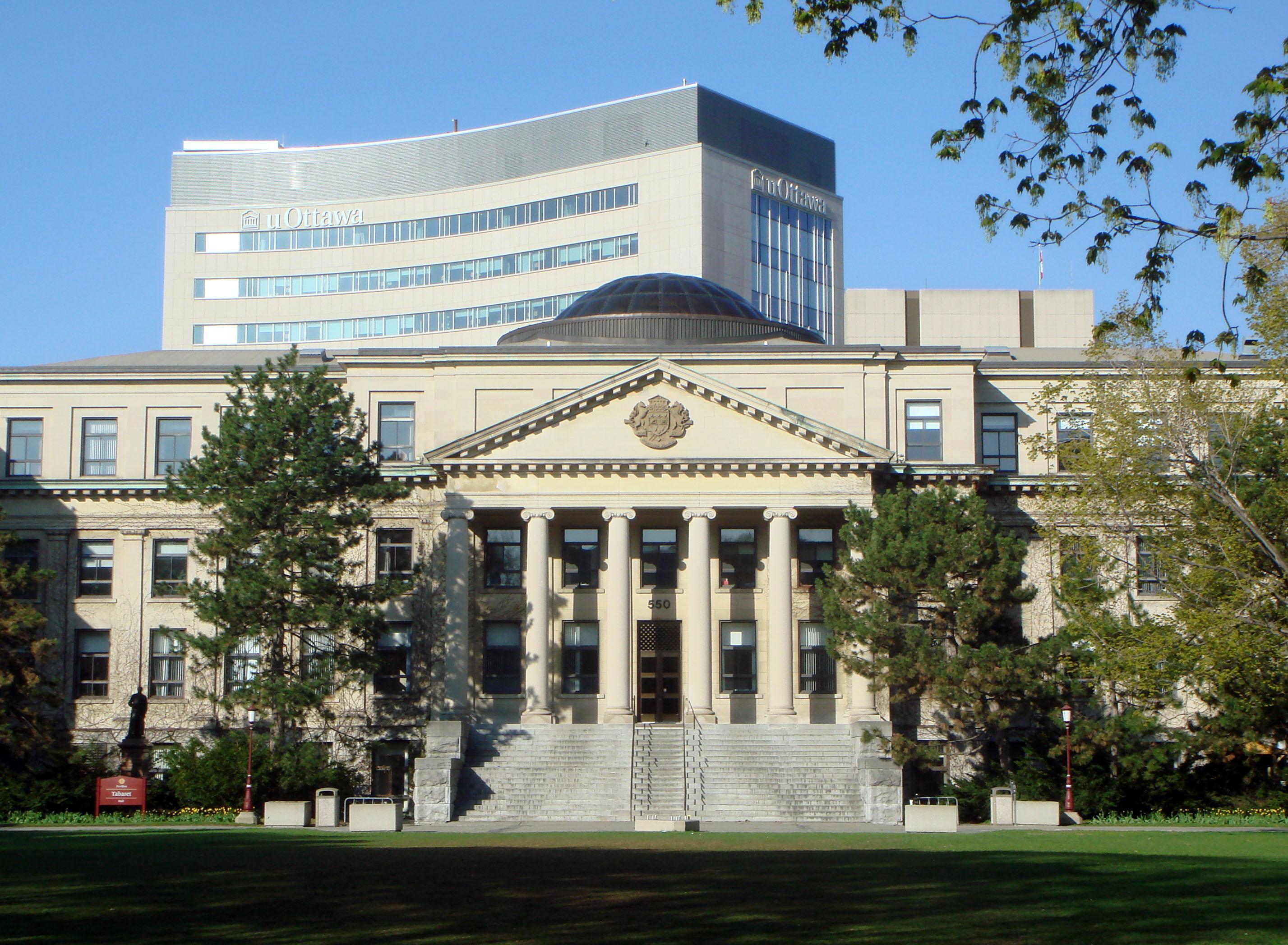 Đại học Ottawa ở Ottawa - thủ đô Canada