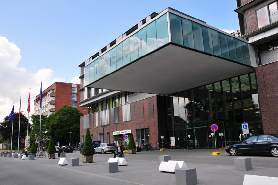 https://www.amec.com.vn/wp-content/uploads/2018/10/New_building_University_Medical_Center_Hamburg-Eppendorf_2-570x380.jpg