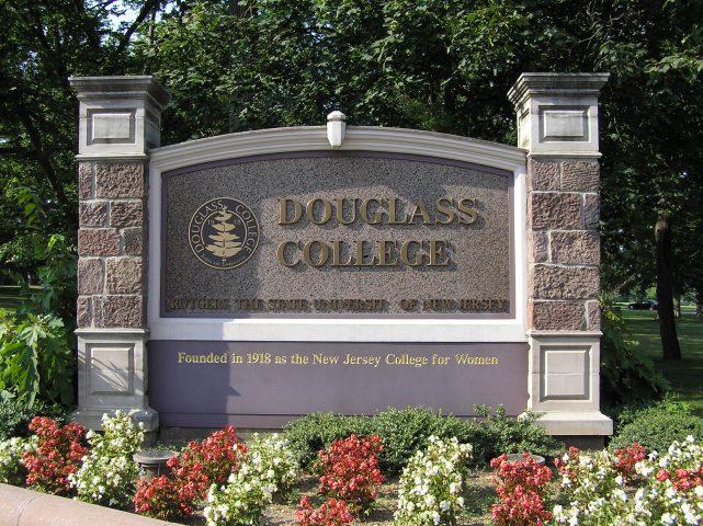 Douglas College – Cao Đẳng công lập tốt nhất Canada