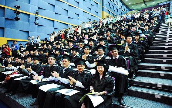 Lễ tốt nghiệp Đại học Adelaide Úc