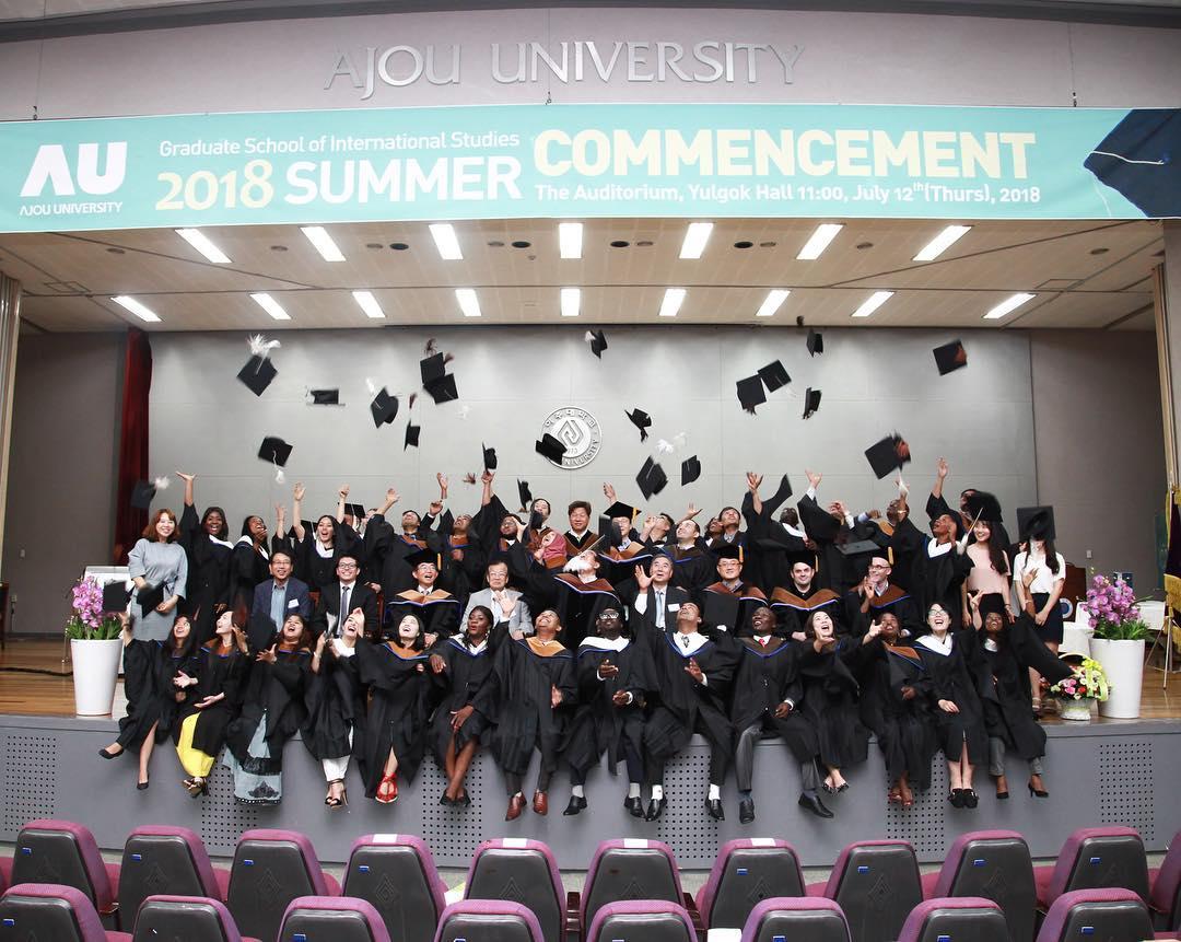 Sinh viên đại học Ajou