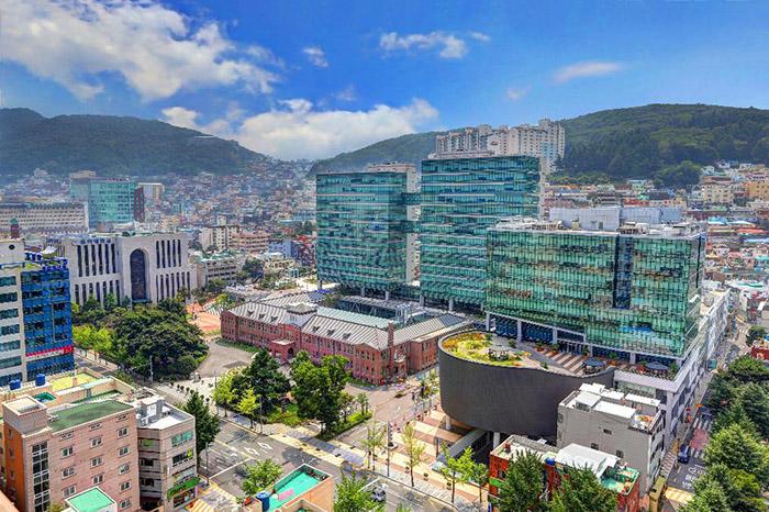Đại học Dong A là một ngôi trường rất nổi tiếng ở Busan, Hàn Quốc